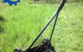 Máy cắt cỏ đẩy tay Husqvarna 54 có tốt và được sử dụng ở những địa hình nào.