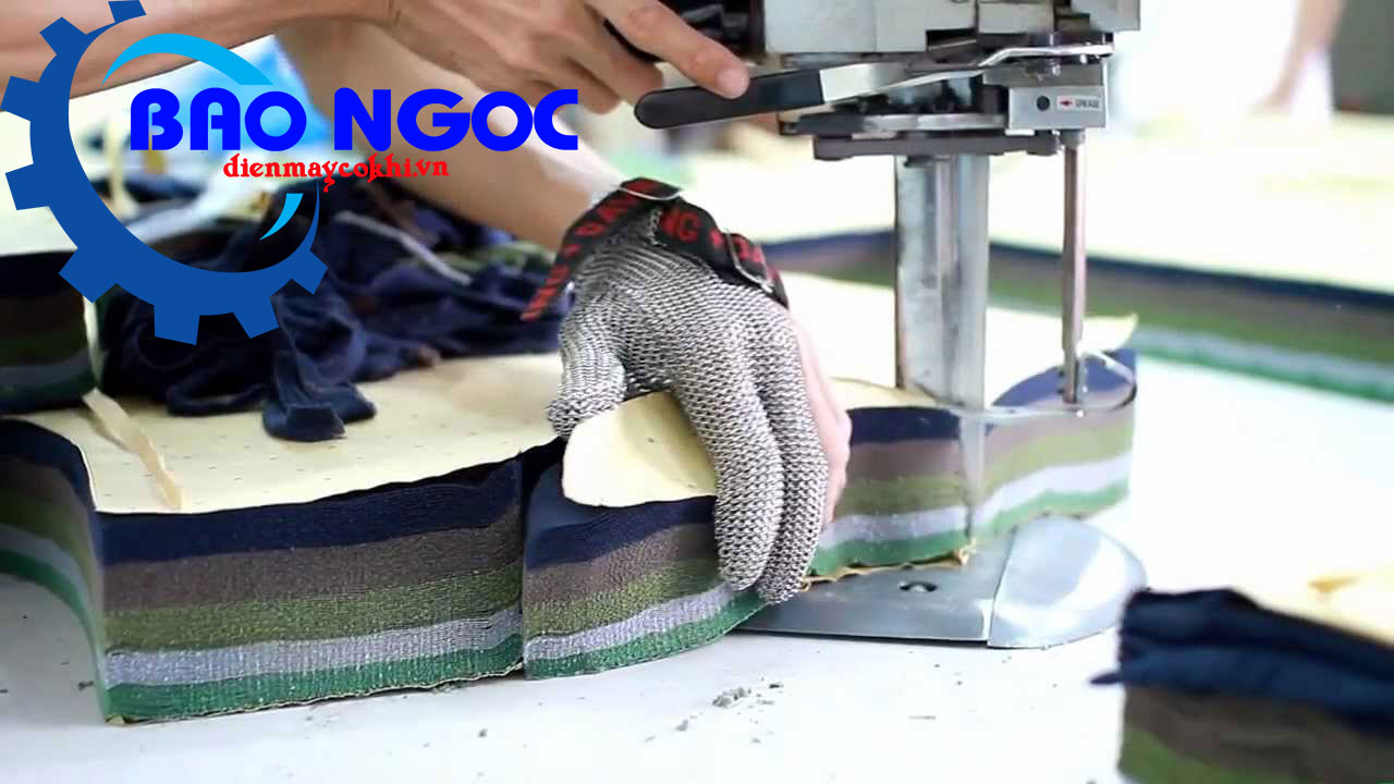 Lớp vải được cắt bởi máy cắt vải đứng Dayang CZD-3C 10 inch 750w