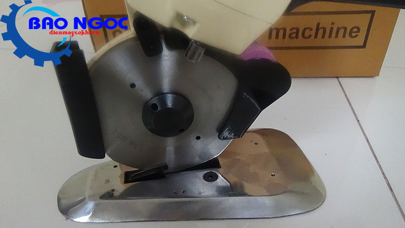 Đế và lưỡi máy cắt vải cầm tay Octa RS-110